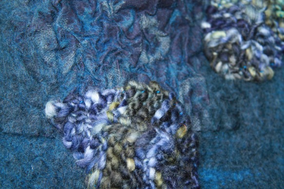 feuilles tricotées cousues